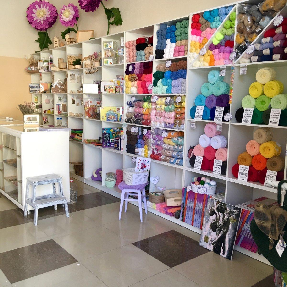 Торговая мебель для магазинов товаров для творчества