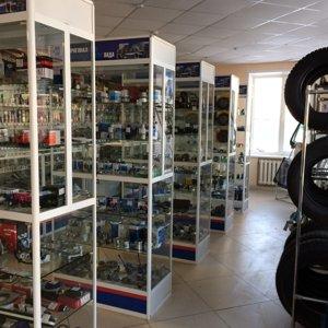 Торговое оборудование в магазине по продаже авто товаров